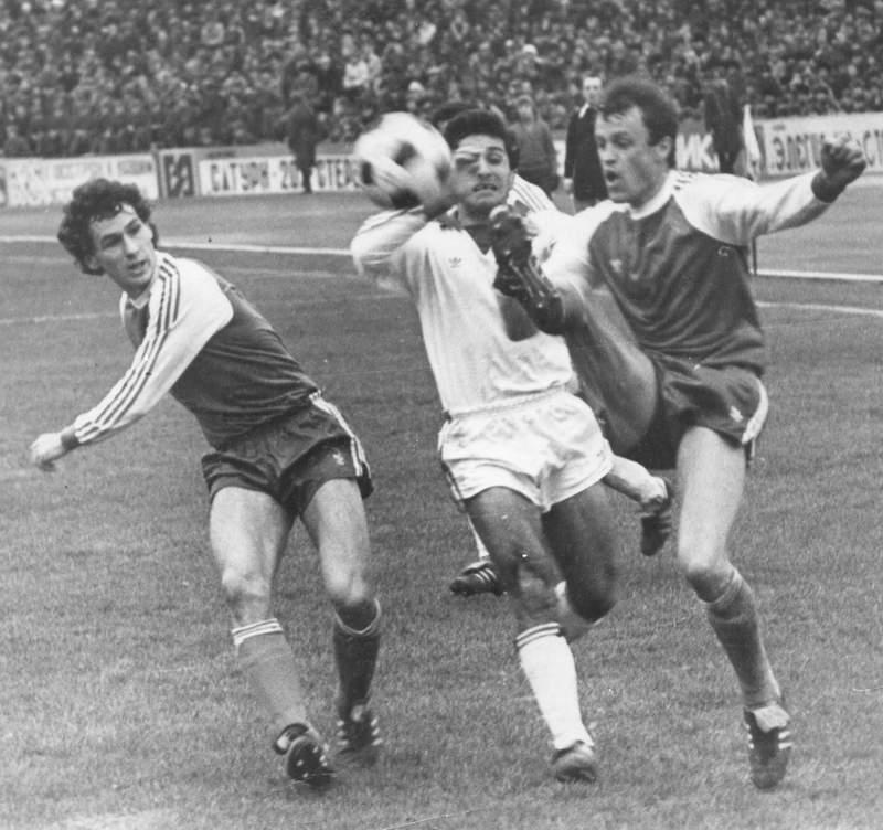 Василий Ищак и Виктор Пасулько (слева) в матче против Арарата
